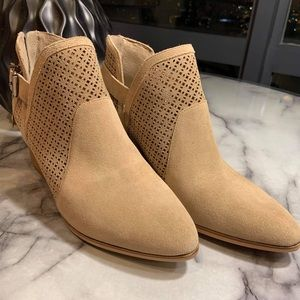 Vince Camuto Naryka Bootie NWOT